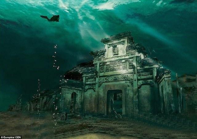 恐怖すら感じる迫力と美しさ・・・湖底に沈む中国の古代都市