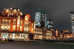 250px-Tokyo_station_from_marunouchi_oazo