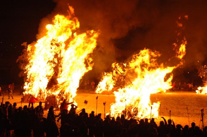 【迫力!絢爛!】福井 勝山に300年続く火祭り「勝山左義長」(2月27・28日)