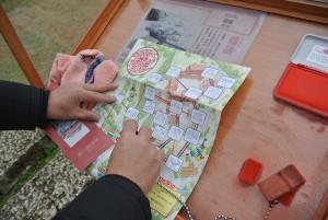 こんなふうに一つ一つ城内にスタンプラリーがあり、11個以上集めると記念シールがもらえます。