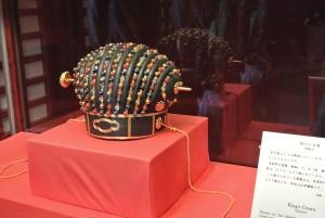 国王の帽子。諸葛孔明のみたいです。