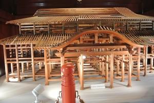現在の正殿の木組みのミニチュア。素晴らしい出来。