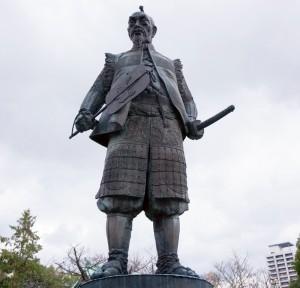写真=豊臣秀吉の銅像(大阪城・豊国神社にて筆者撮影)