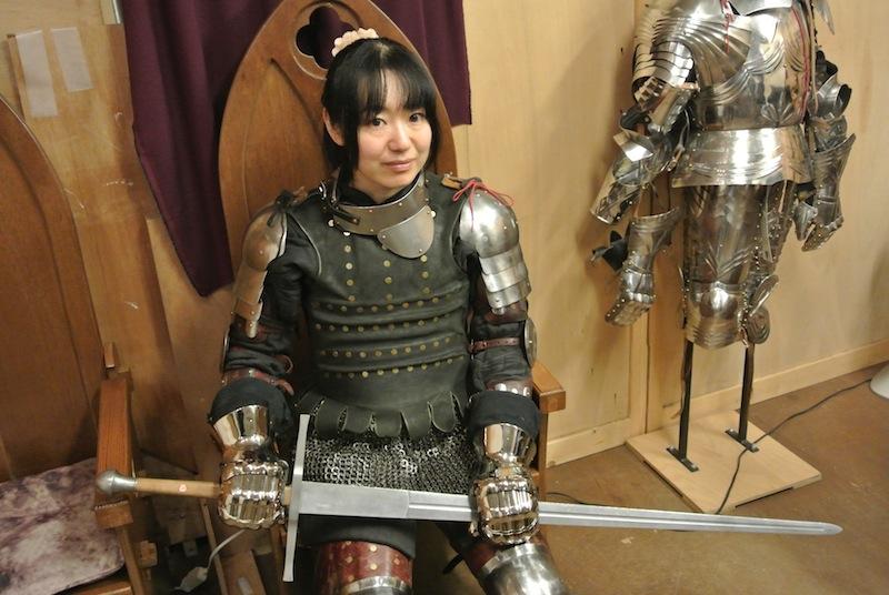 【 アーマードバトル】甲冑をまとった美人女性ファイターも参戦!?  (2016.02.10修正)