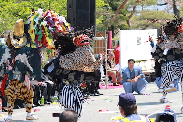 開会式を告げる上田獅子奉納