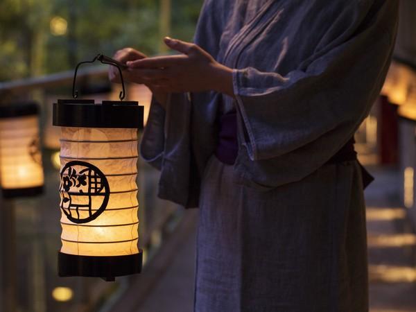 【話題の星野リゾート】箱根湯本で伝統の「小田原提灯」を手に至福の時間(とき)を過ごす