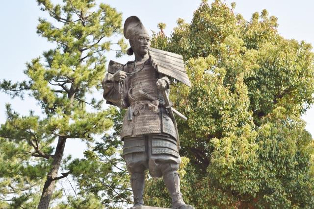 愛知県清須市 清須公園の織田信長銅像。ちょっと違うイメージ。