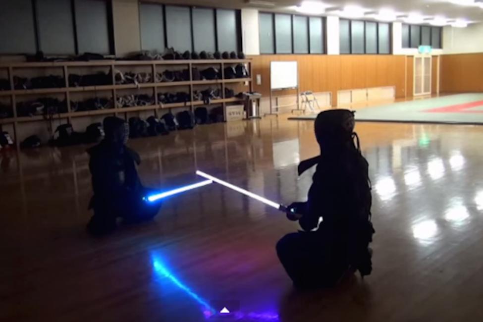 【凄すぎ】一流剣士の「ライトセーバーバトル」を見よ!