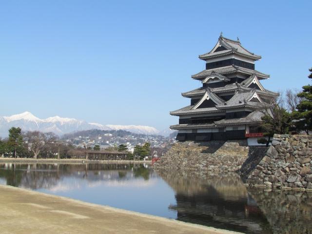 松本城と北アルプス。美しい。