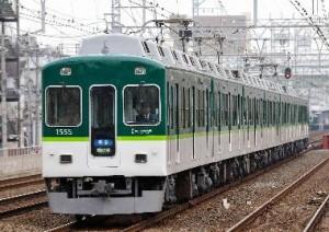 緑鮮やか京阪電車。