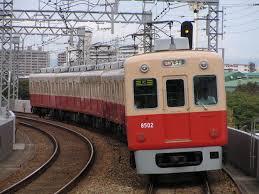 近鉄電車。カラーリングがマル。