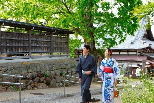 【浴衣美女と歩きたい・・】避暑に最高「飛騨高山でニッポンの夏休み」スタート!