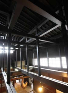 日下部民芸館の吹き抜け天井。