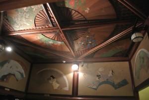 なんとも瀟洒で趣ある天井。天井ですよこれ!