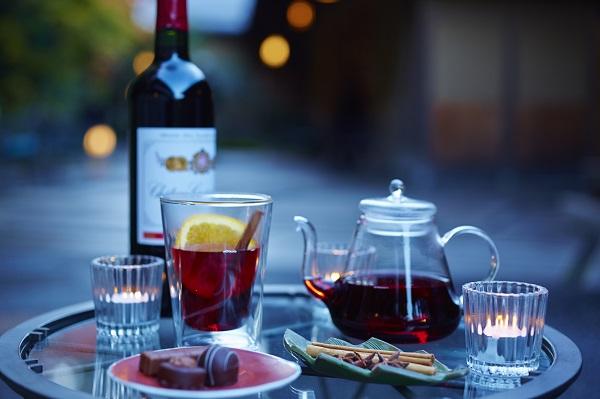 貸し切りテラスでホットワインを。もう後半は寒いくらいでしょうね。