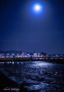 渡良瀬橋中秋の名月。息を呑む美しさ。