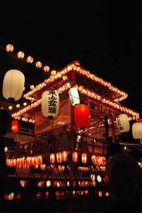京都東山の盆踊り。