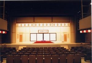 横浜下町を代表する「横浜にぎわい座」。