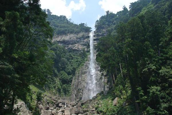 和歌山県那智大滝。落差なんと113メートル!