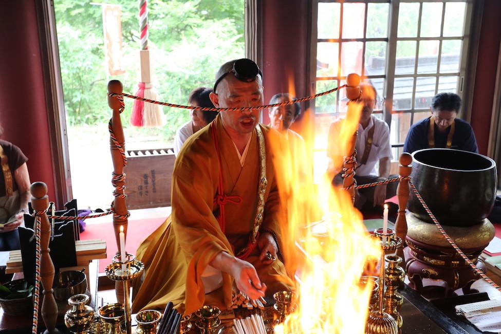 【 心落ち着く時間 】紅葉ゆたかな山寺で「プチ寺子屋修行」にチャレンジ!