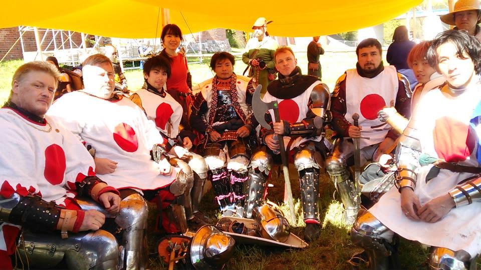 古城を舞台に開催の国際大会に出場した日本チームのファイター達。