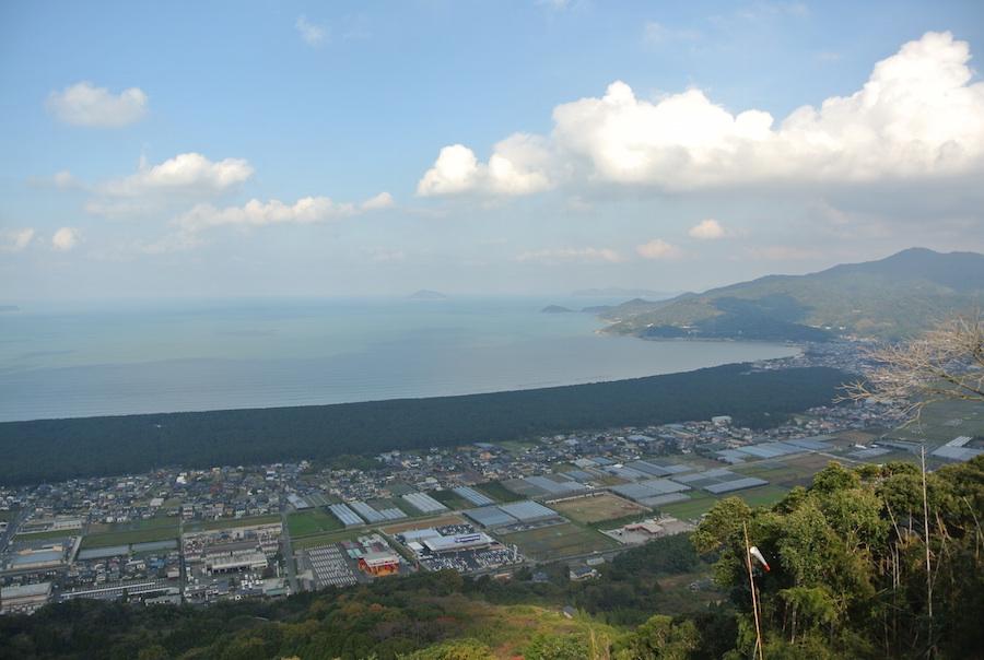 虹の松原から福岡 糸島方面を眺める。