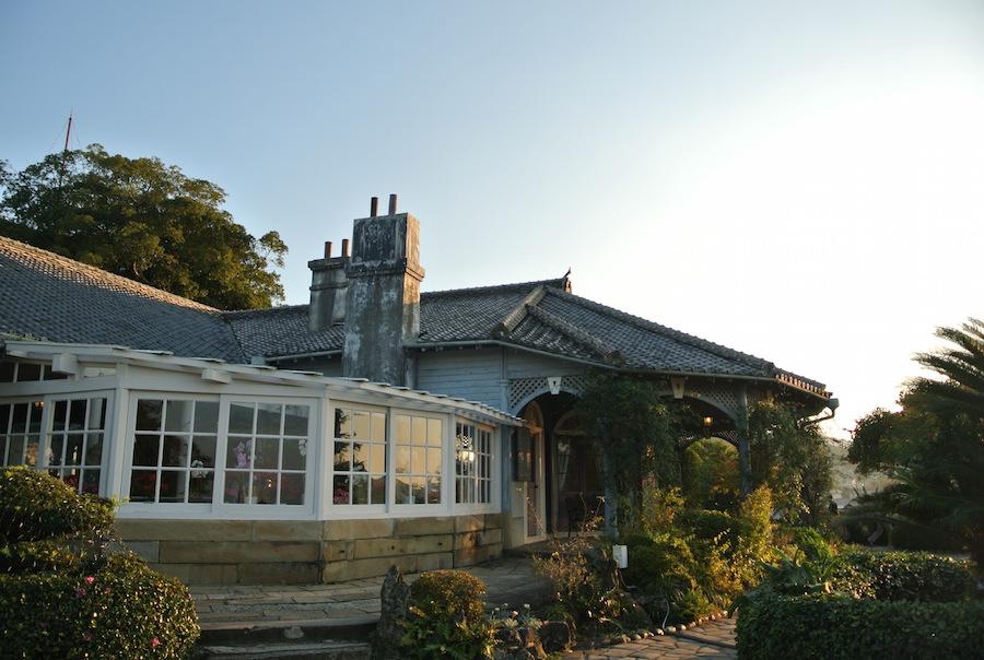 なんとも美しい邸宅。夕日を浴びて風情が一層高まる。