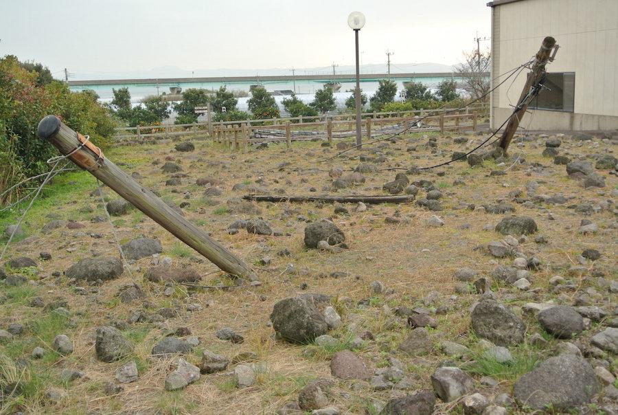 当時土石流に飲まれた電柱。