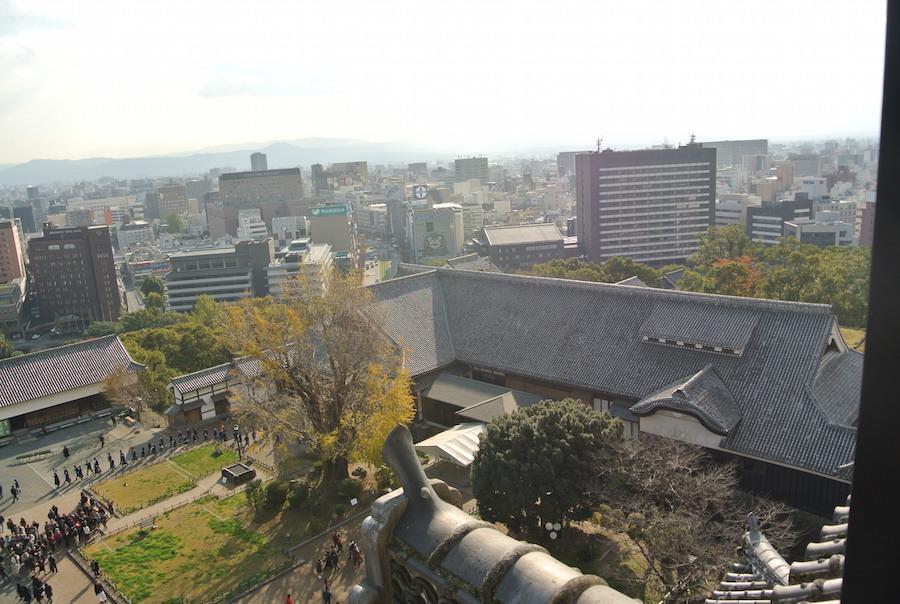 右手前が2008年にできた本丸御殿。