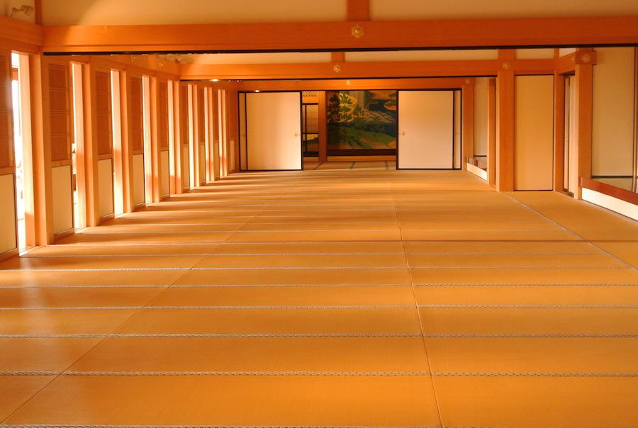 「鶴之間」(60畳)から奥に向かって「梅之間」「櫻之間」「桐之間」「若松之間」がある。