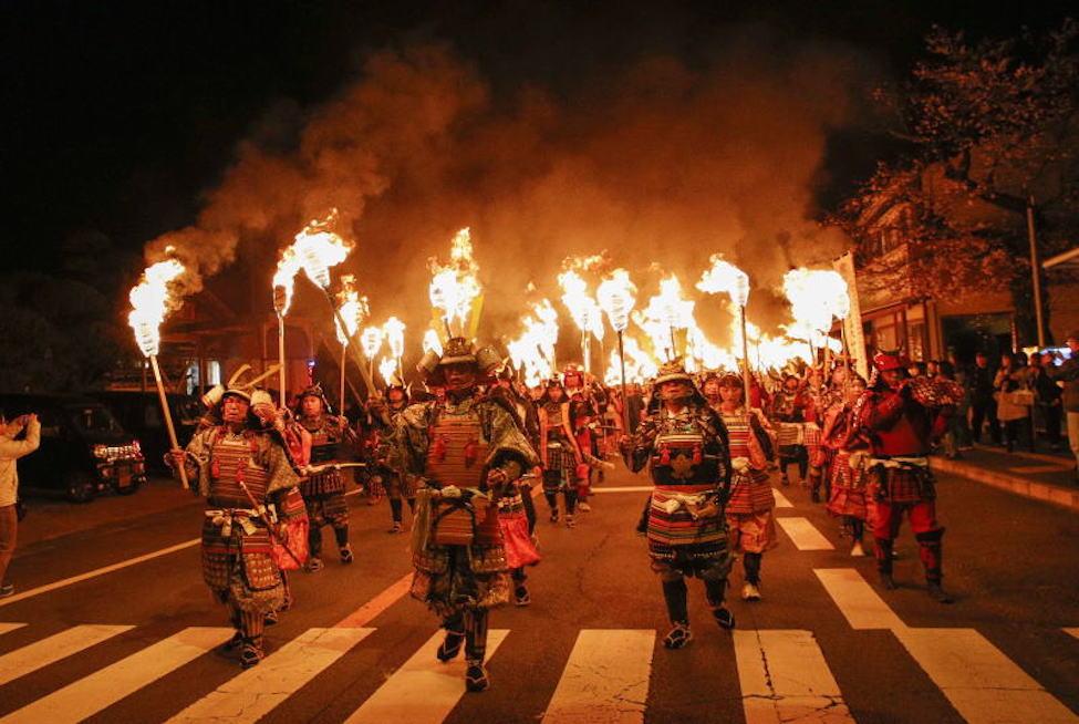 【 日本一! 】長崎 雲仙市で3/26開催「観櫻火宴(かんおうかえん)」の迫力を見よ!