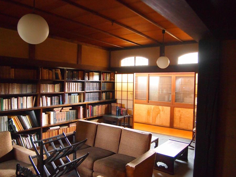 なんとも味のある書斎。