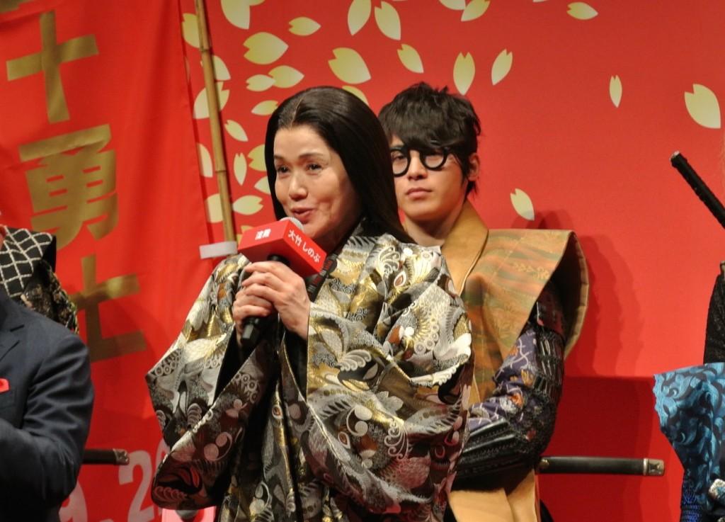 後ろは海野六郎役の村井良大さん。