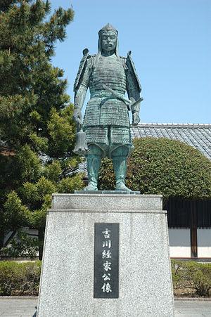 「鳥取城正面入口に設置された吉川経家像」