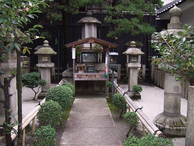 「京都府 瑞泉寺にある秀次の墓所」