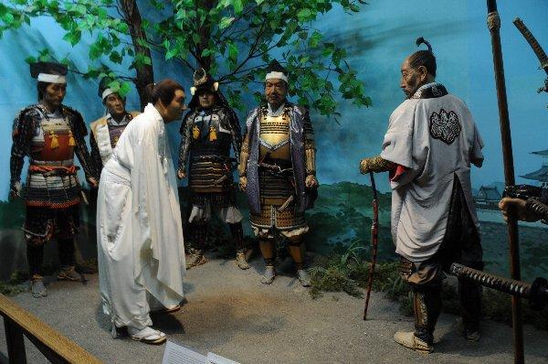 「白装束で秀吉に謁見する政宗(みちのく伊達政宗歴史館の蝋人形)」