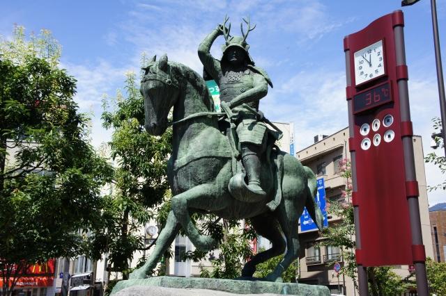 上田駅前の水車前広場にある真田幸村騎馬像