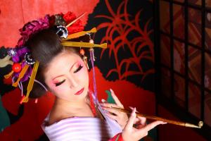"""江戸時代の実話をもとにした映画、『殿、利息でござる!』が5月14日に公開。羽生結弦が演じる""""伊達政宗の子孫""""にも注目。"""