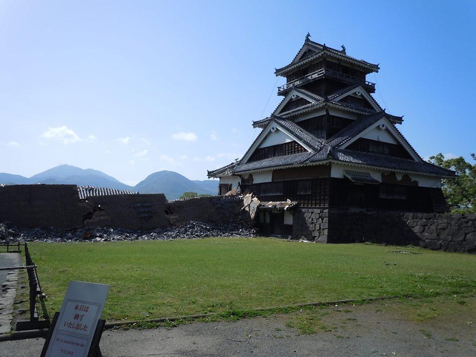 震災後の宇土櫓。