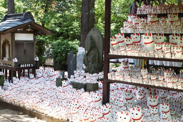 豪徳寺の招き猫。