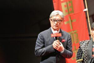 3月会見時の堤幸彦監督。カッコいい。