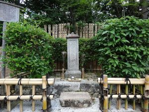 「常照寺にある吉野太夫の墓所」