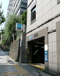 384px-Hanzomon-Sta-5