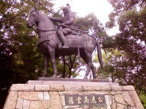 「津城の藤堂高虎銅像」