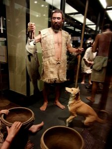 縄文人と縄文犬の復元模型(国立科学博物館の展示)