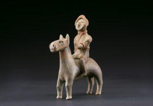 《騎馬俑》咸陽市文物考古研究所蔵