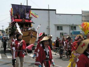 パレードだけでなく、ちゃんと山車も出る立派なお祭りです!