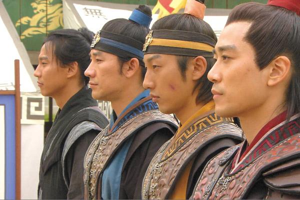 4人のイケメン花郎たち(左からキム・ナムギル、オム・テウン、イ・スンヒョ、チュ・サンウク)