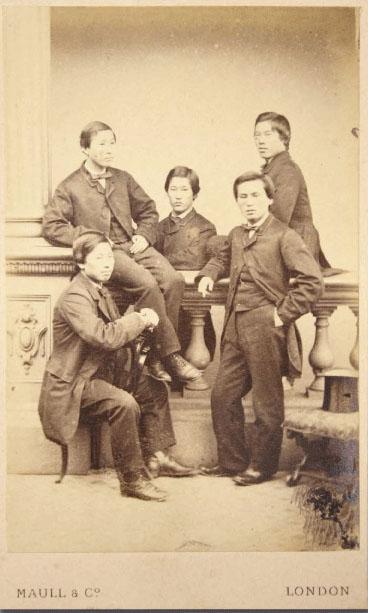 長州五傑。真ん中が伊藤、下段左が井上馨