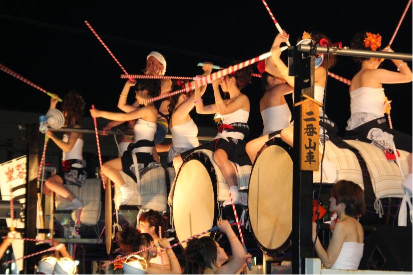 「祭りを盛り上げる太鼓山車」